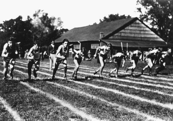 Historical photo of race at Town Park
